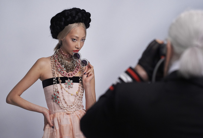 chanel-making-of-press-kit-cruise-collection-2015-16-14.jpg