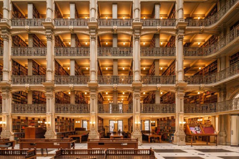 Библиотека Джорджа Пибоди (Балтимор, США).