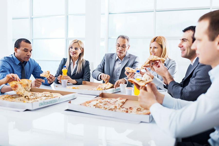 Как не дать коллегам испортить вашу диету