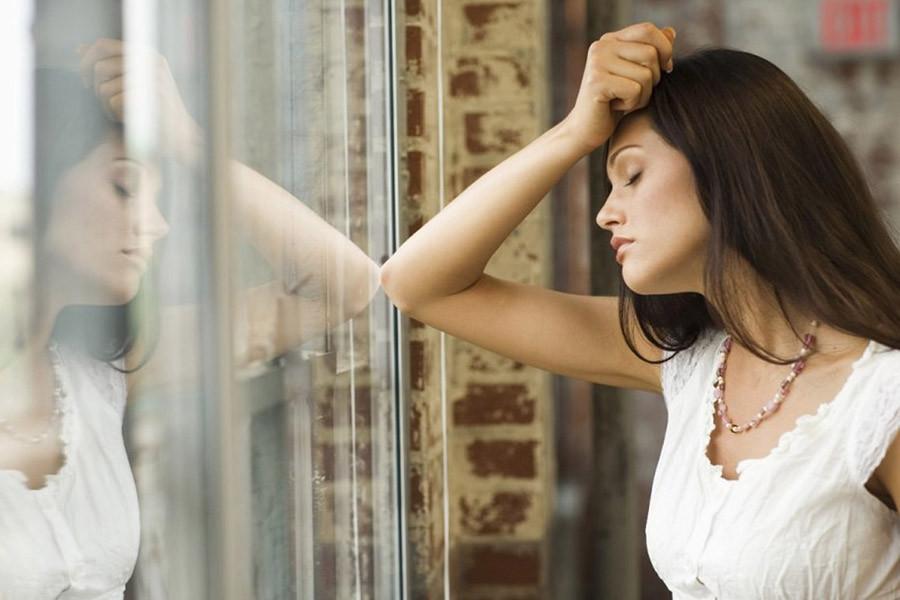 Почему женщины не уходят от тех, кого давно пора бросить?