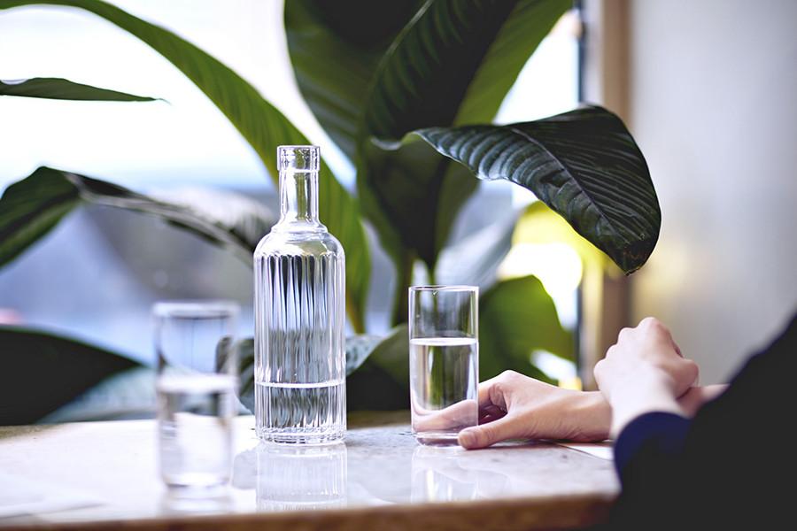 Должны ли в ресторанах приносить стакан воды бесплатно?
