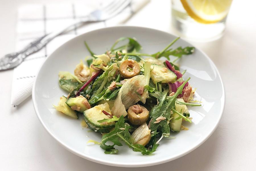 Простой и полезный фитнес-салат с тунцом