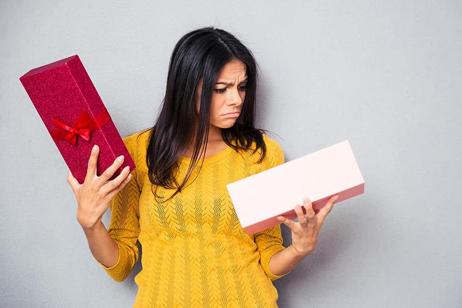 «Мы выбрасываем все ее подарки, а она дарит и дарит!»