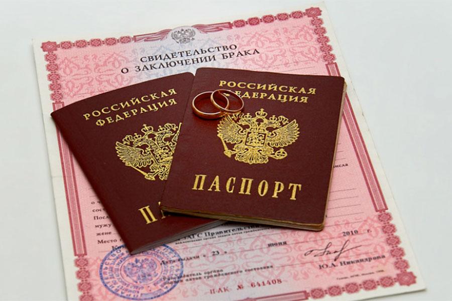 Без штампа в паспорте рожать не стану!