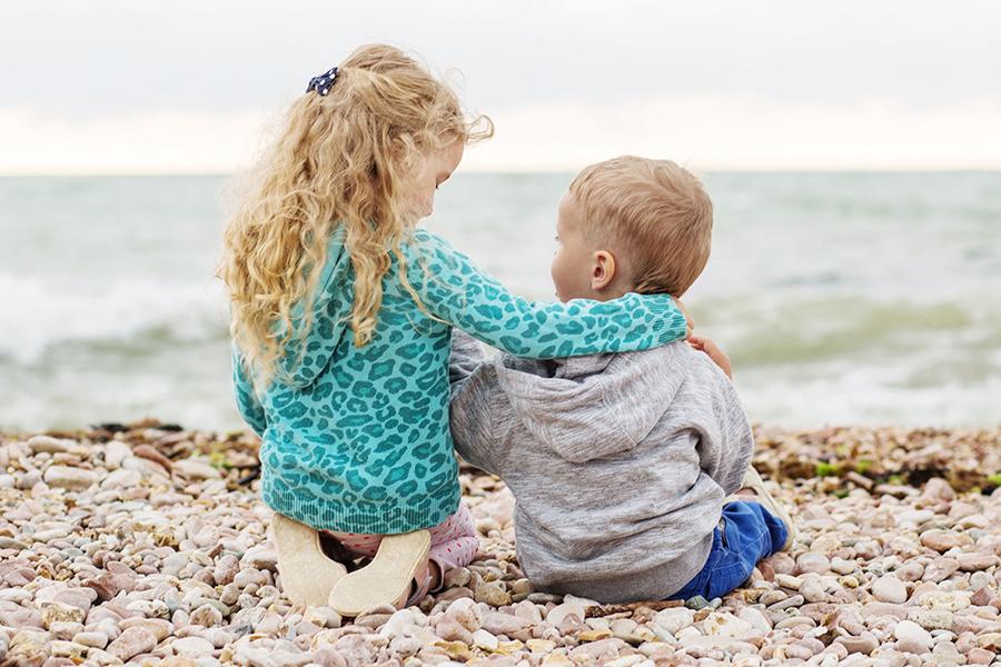 Старший ребенок – нянька для младшего?