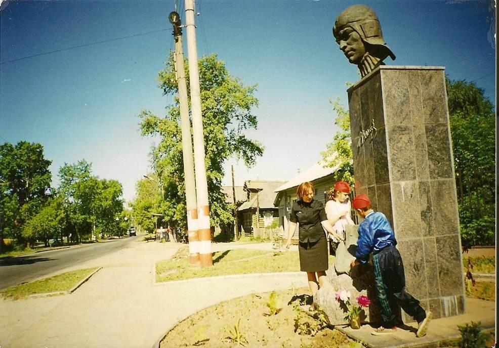 Памятник Валерию Чкалову, Высоково