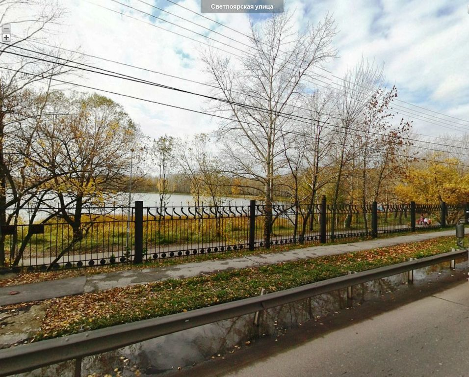 Вид с улицы Светлоярской на озеро