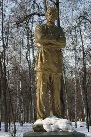 Памятник из цветного гранита Звенигово надгробие импортер электронная почта