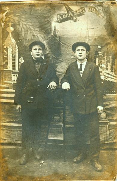 Двое из Сормово.  Фотография. 1928 год