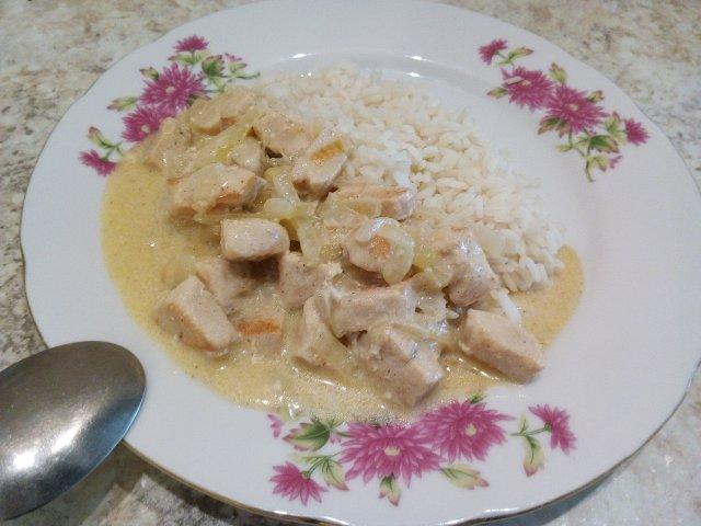 Филе курицы под луково-сливочным соусом