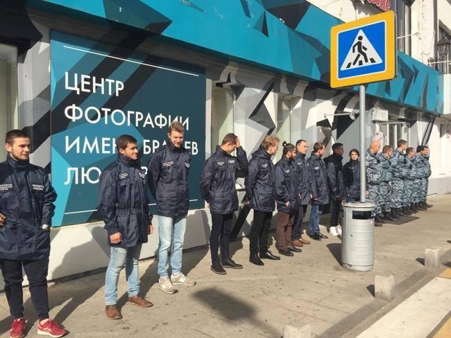 центр Люмьер закрыли офицеры россии