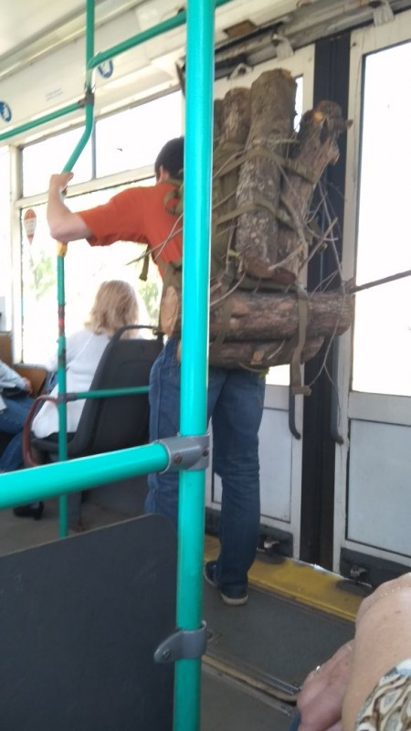 мужик с рюкзаком из дров москва
