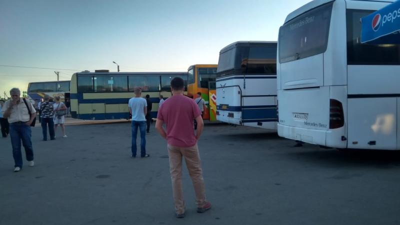 граница украина россия, очередь автобусов