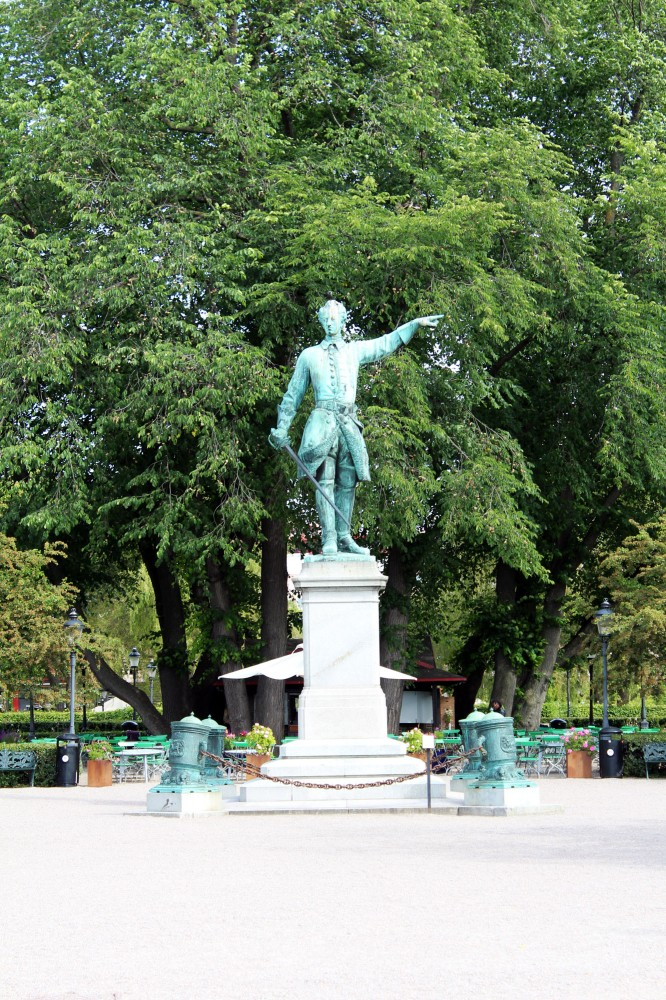 Статуя Карла 12