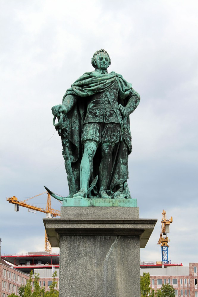 Статуя Карла 13