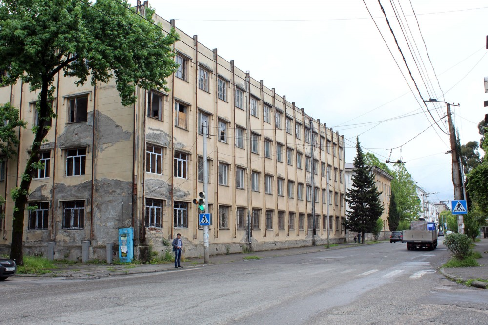 Бывшее здание школы Ул Лакоба