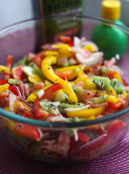 Закуски_Салат с киви и красной рыбой