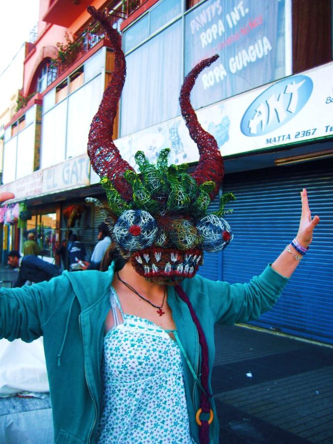 Eine ~ 6kg schwere Maske, die der Künstler im folgenden Bild gefertigt hatte