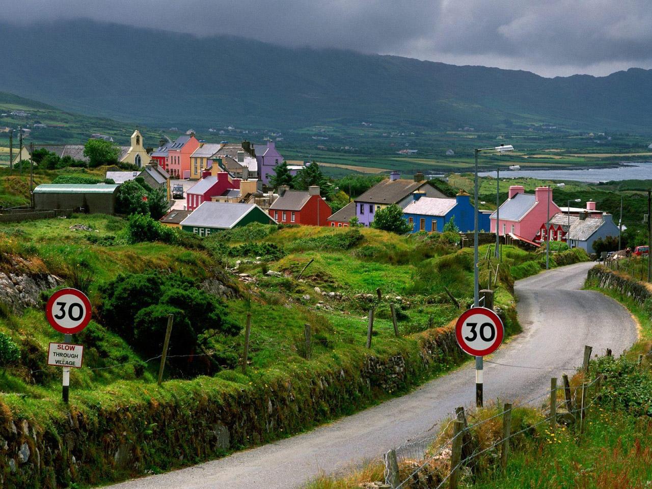0607_ireland_village