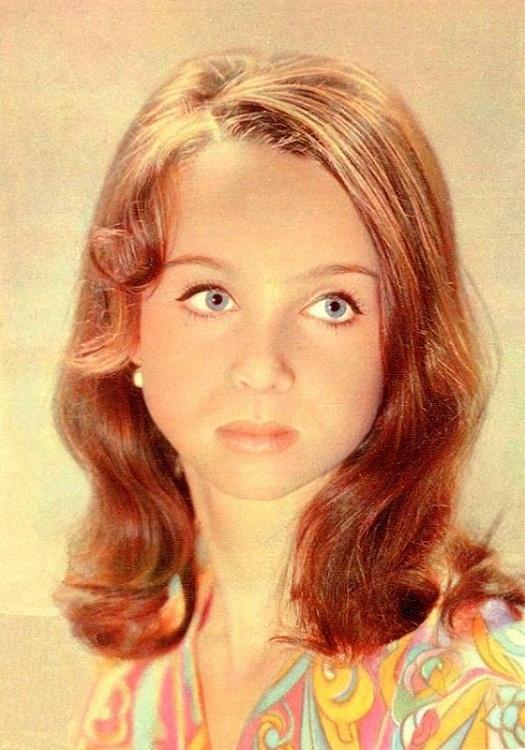 devushki-blondinki-familii-russkih-aktris-s-foto