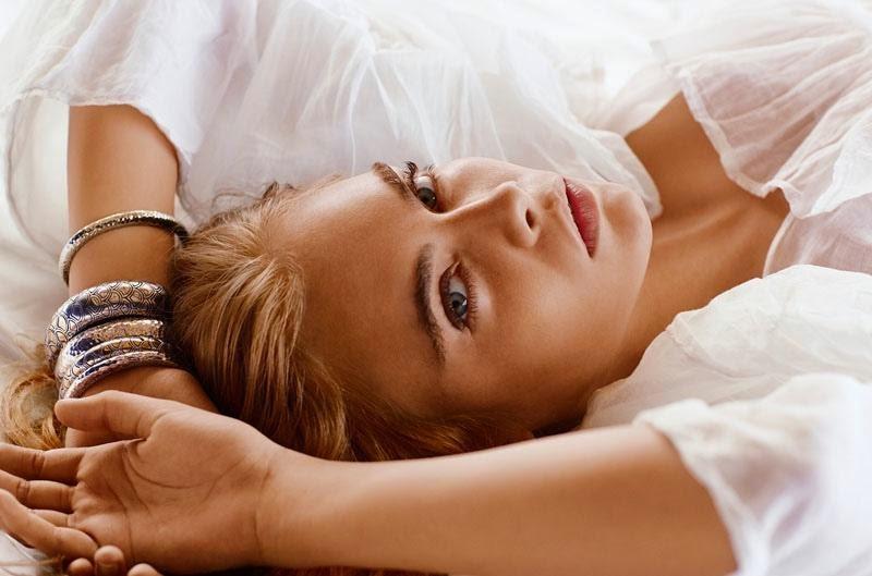 cara-delevingne-bed-john-hardy-spring-2015-ads02