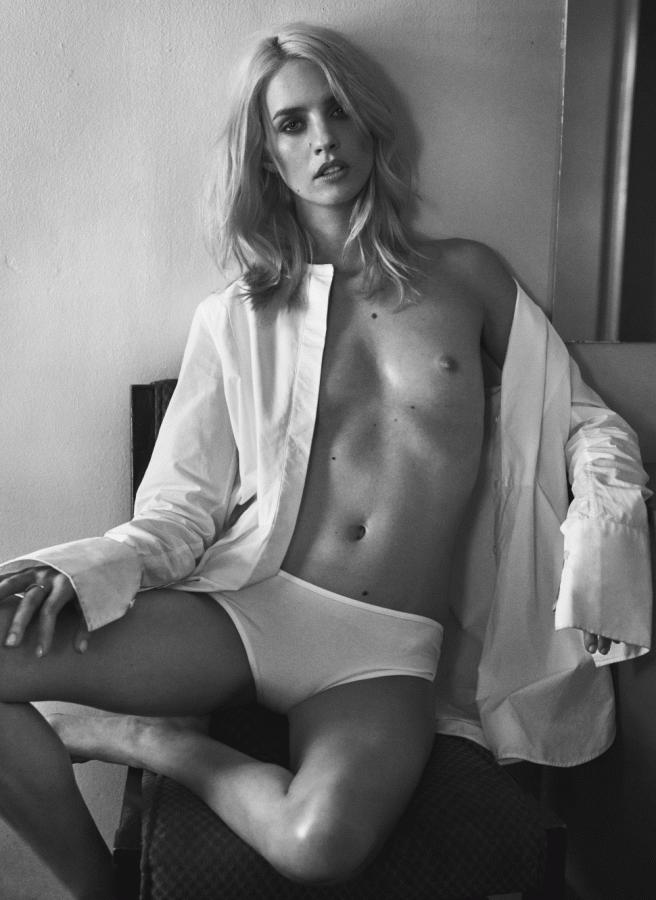 julia-frauche-by-sharif-hamza-for-lui-magazine-february-2015-3