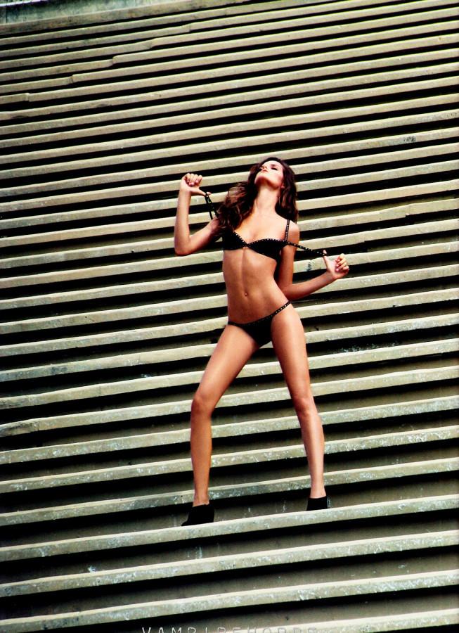 fashion_scans_remastered-izabel_goulart-muse-spring_2012-scanned_by_vampirehorde-hq-5