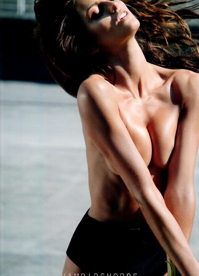 izabel_goulart-muse-spring_2012-scanned_by_vampirehorde-hq-6