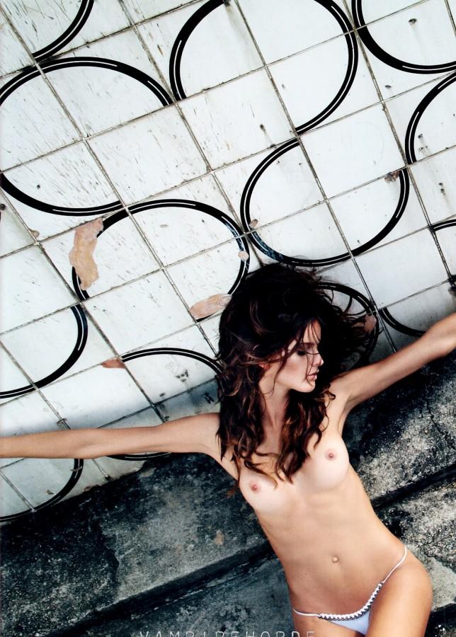 fashion_scans_remastered-izabel_goulart-muse-spring_2012-scanned_by_vampirehorde-hq-8