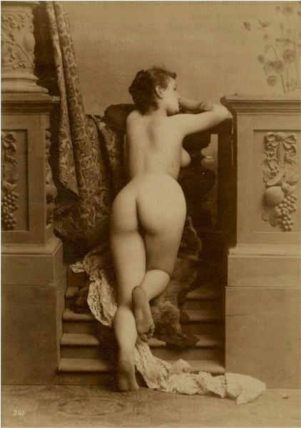 Женщины писают голые фото