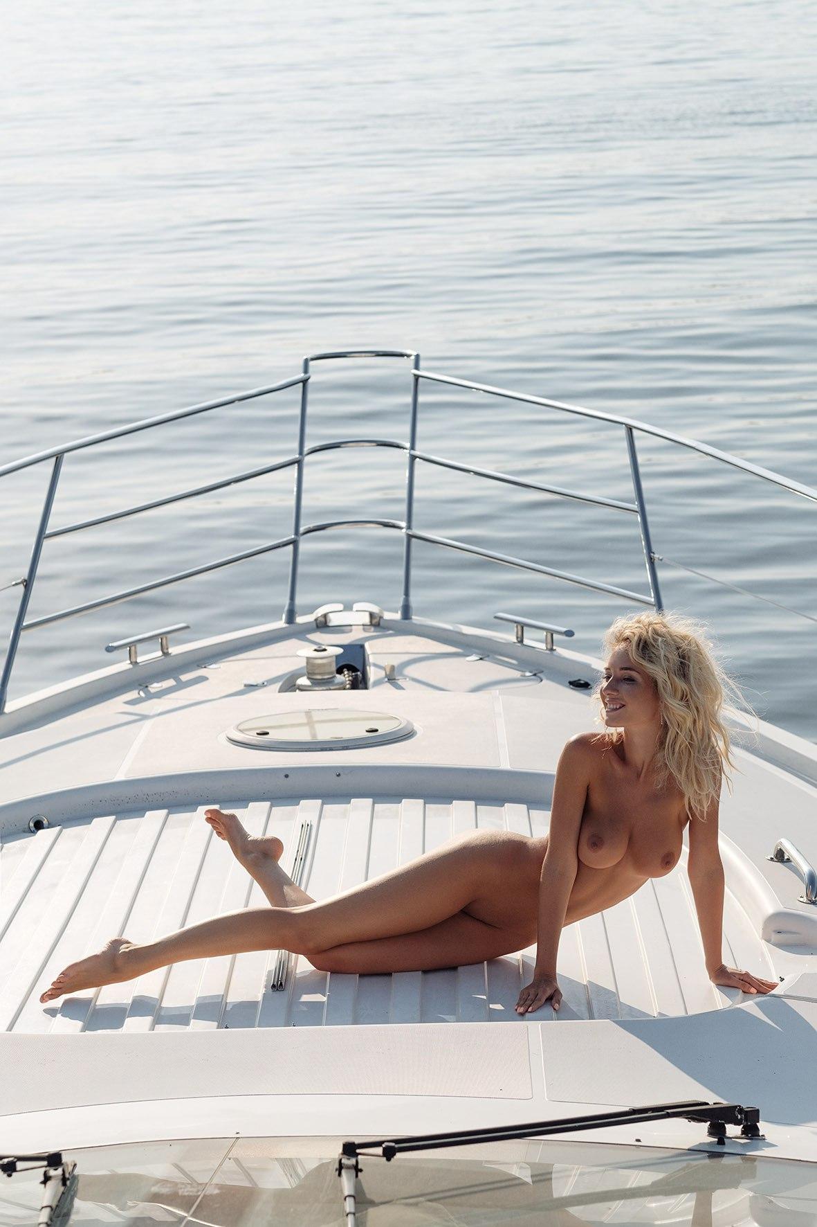 Natali Andreeva by Vladimir Serkoff