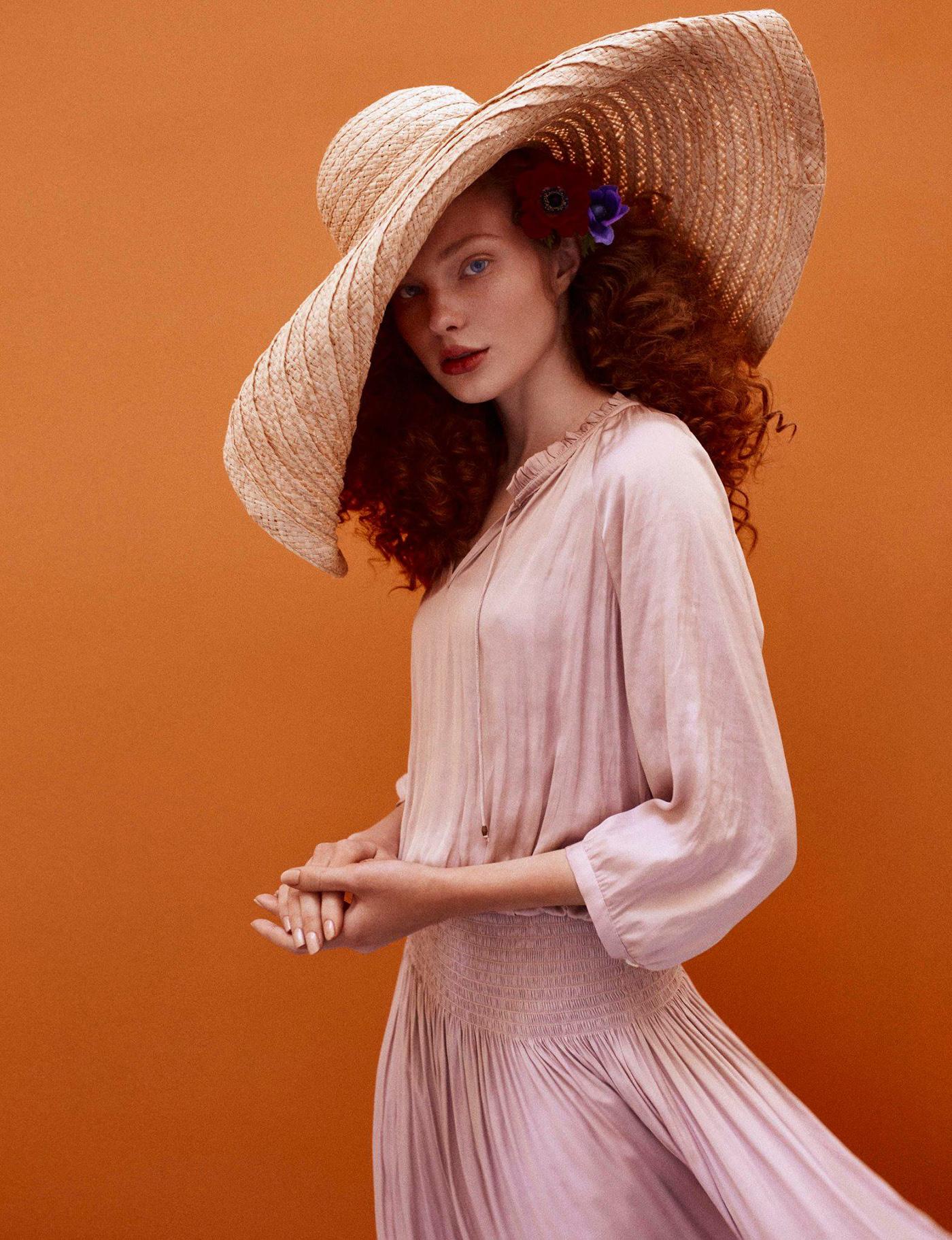 Дарья в цветах / фото Jose Herrera