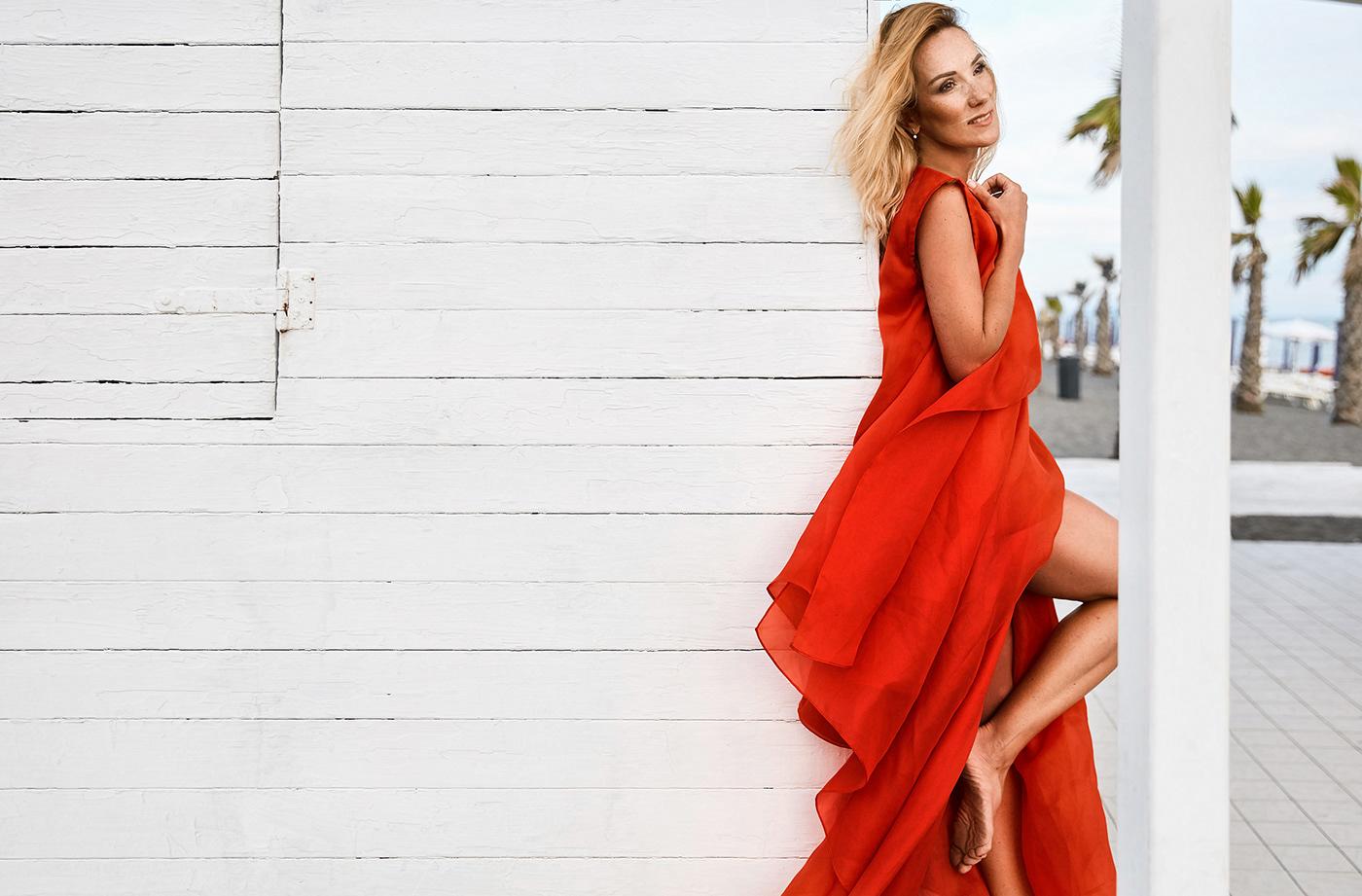 Красное платье / фото Ярослав Мончак