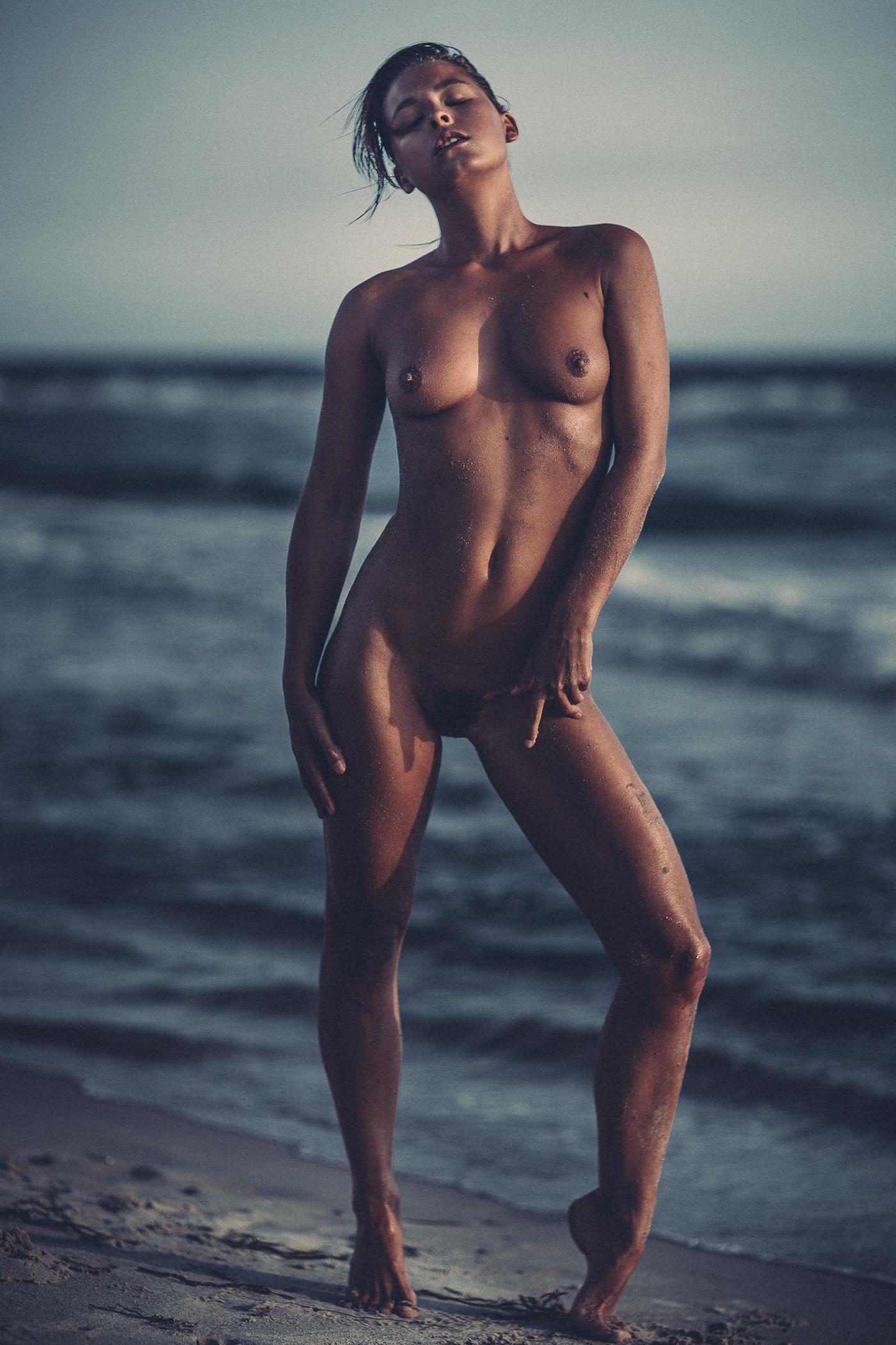 Marisa Papen - raw beach / фото Thomas Agatz