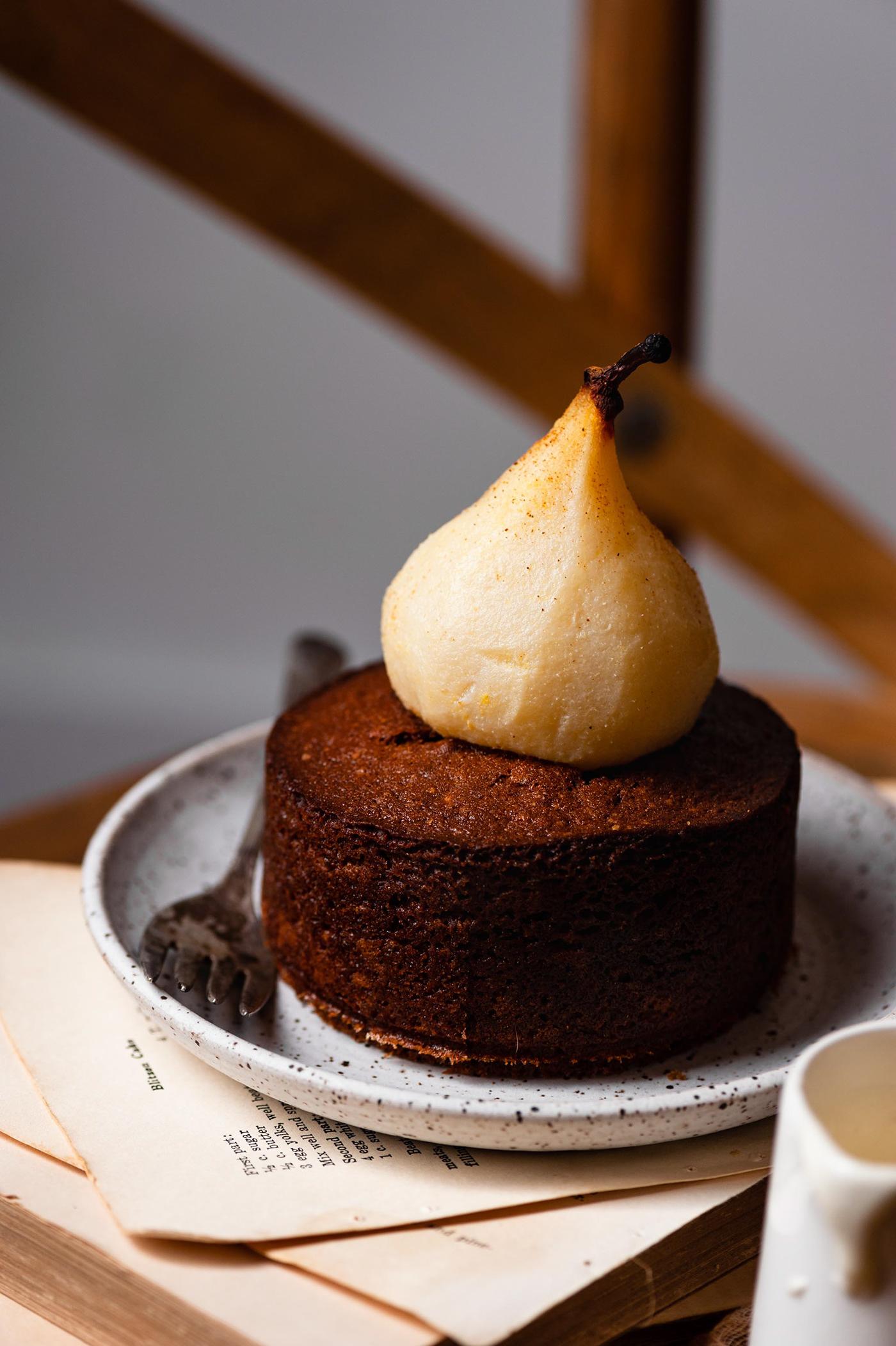 Poach Pear Cardamom Cakes / фото Jennifer Davis