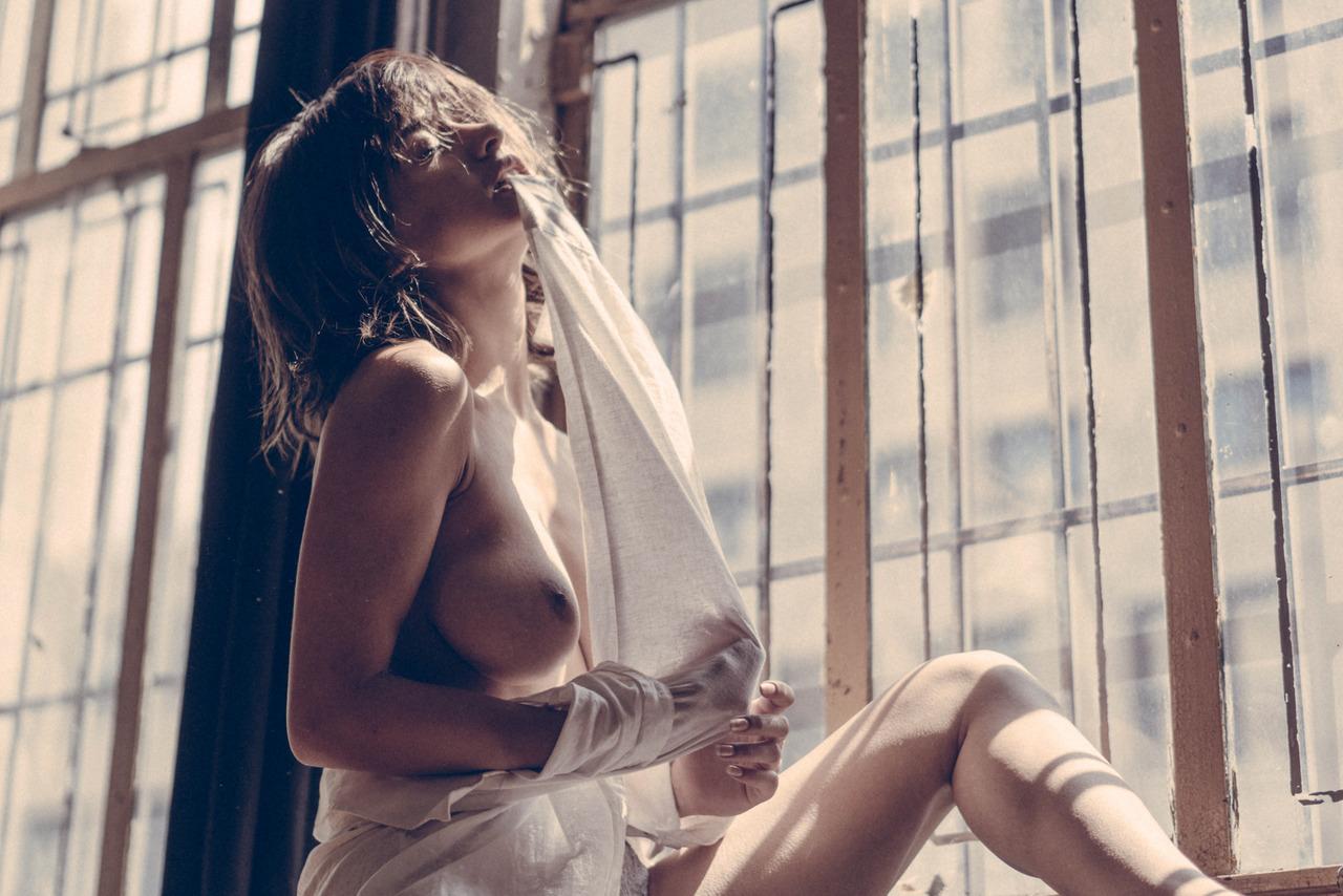 Mia Valentine by Zeno Gill