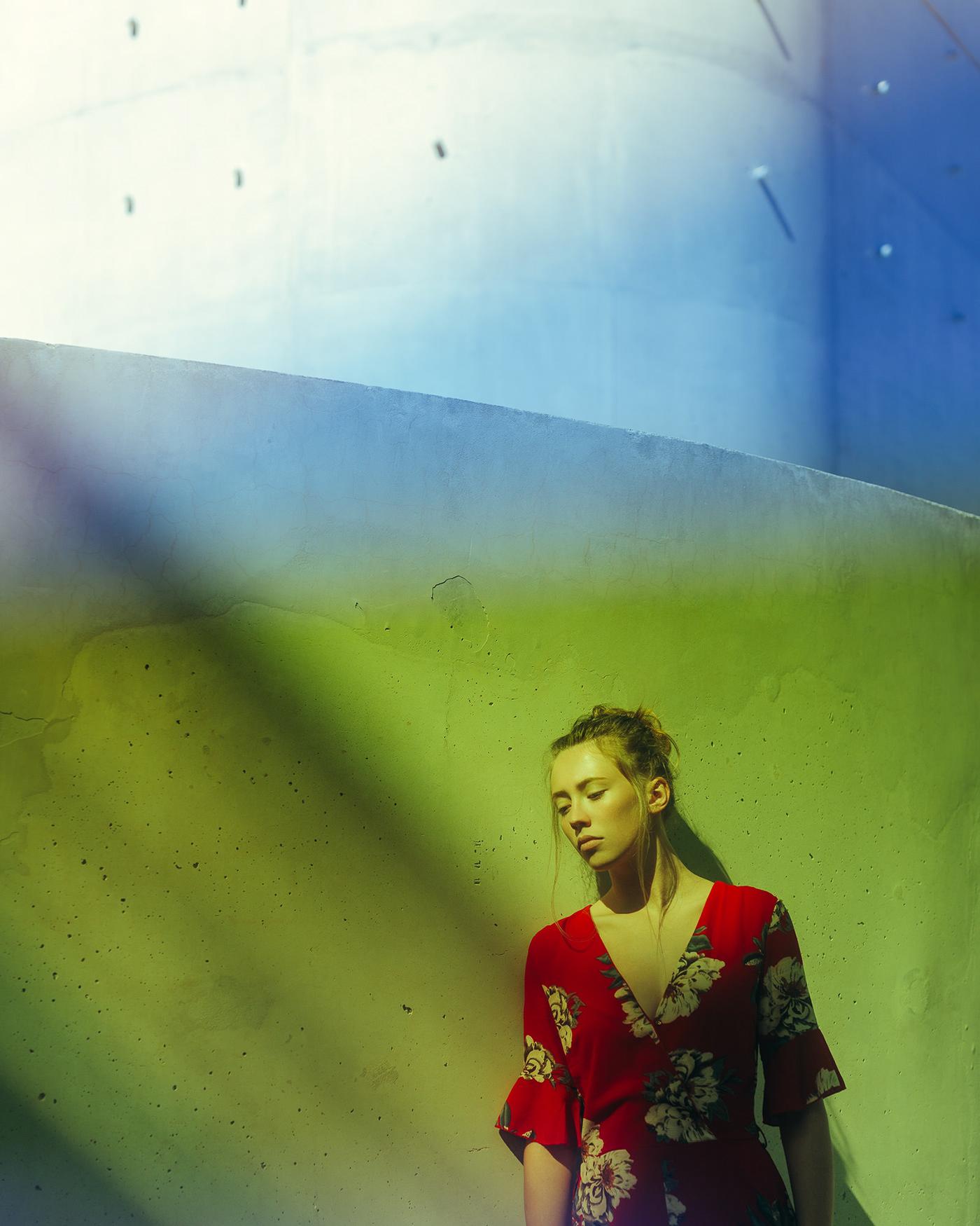 LA JEUNE FILLE AU KIMONO ROUGE / фотограф Pierre Turtaut