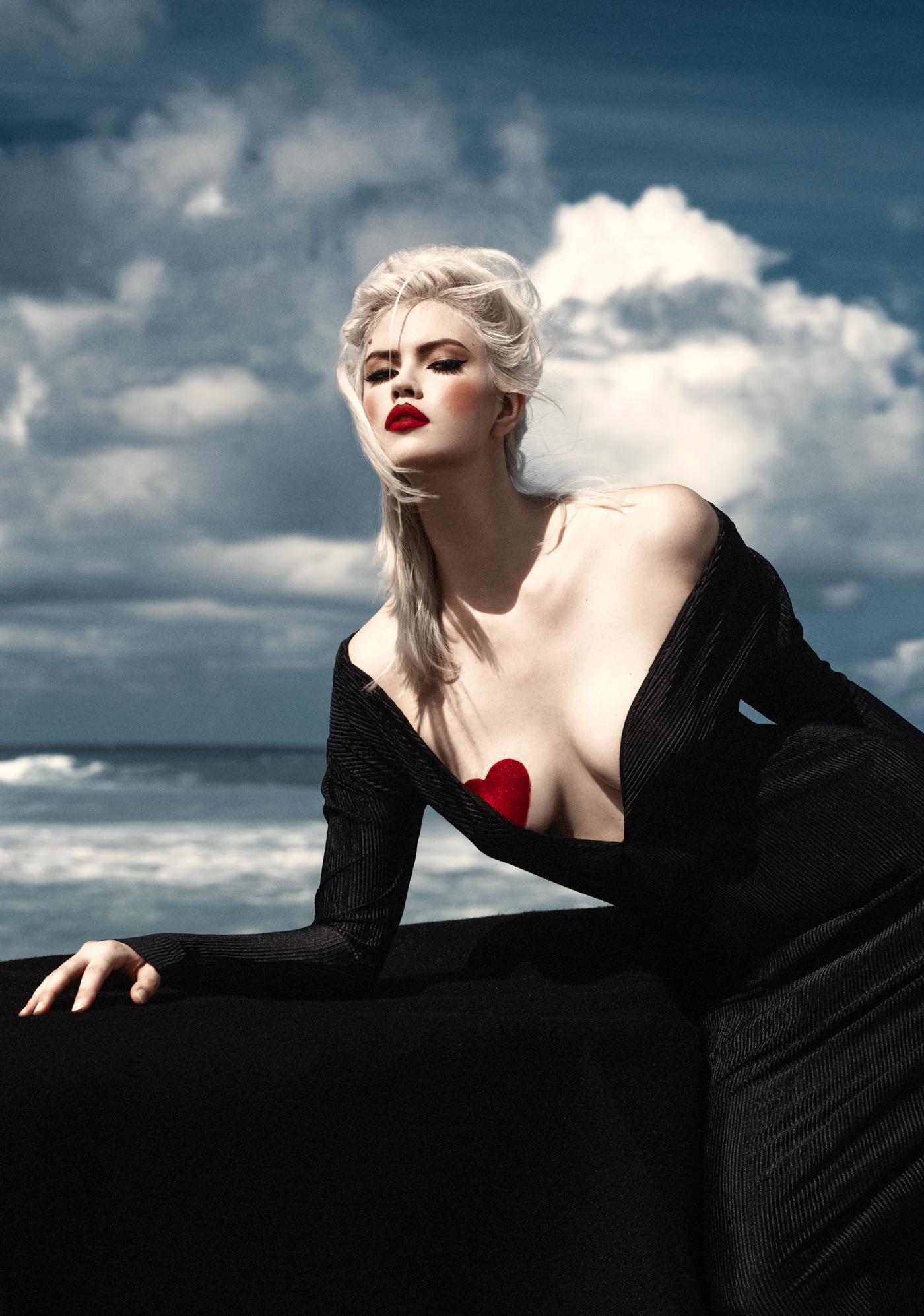 Into The Blue / фотограф Elena Iv-skaya -- модель Océane Urvois