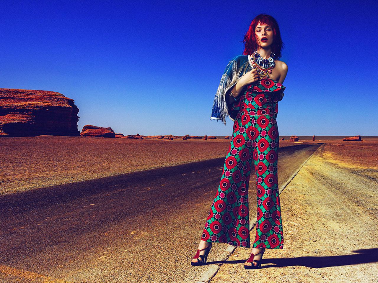 Автостопом на пустыне / фото Momo Chen