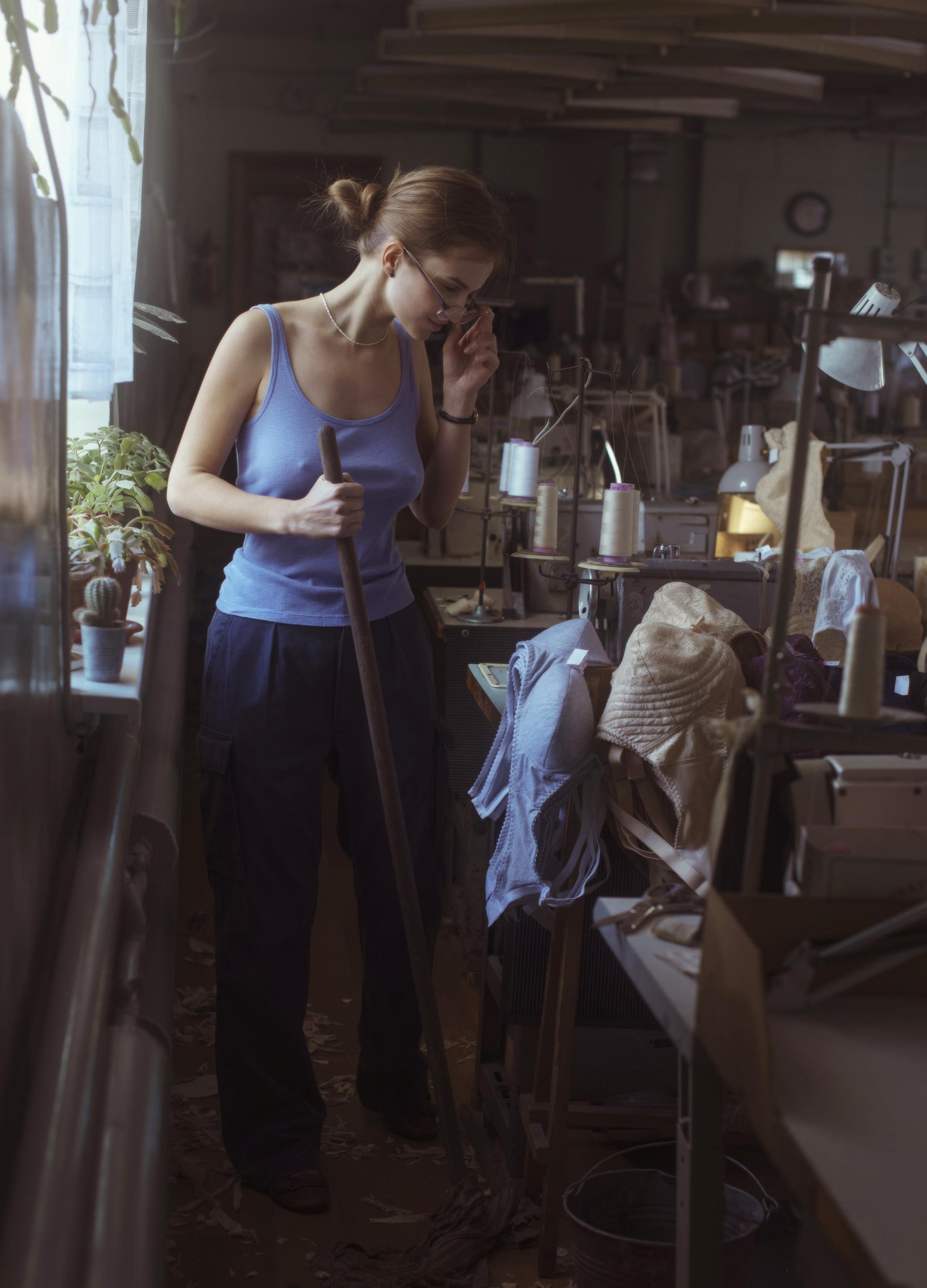 На фабрике по производству женского белья / фотограф Давид Дубницкий