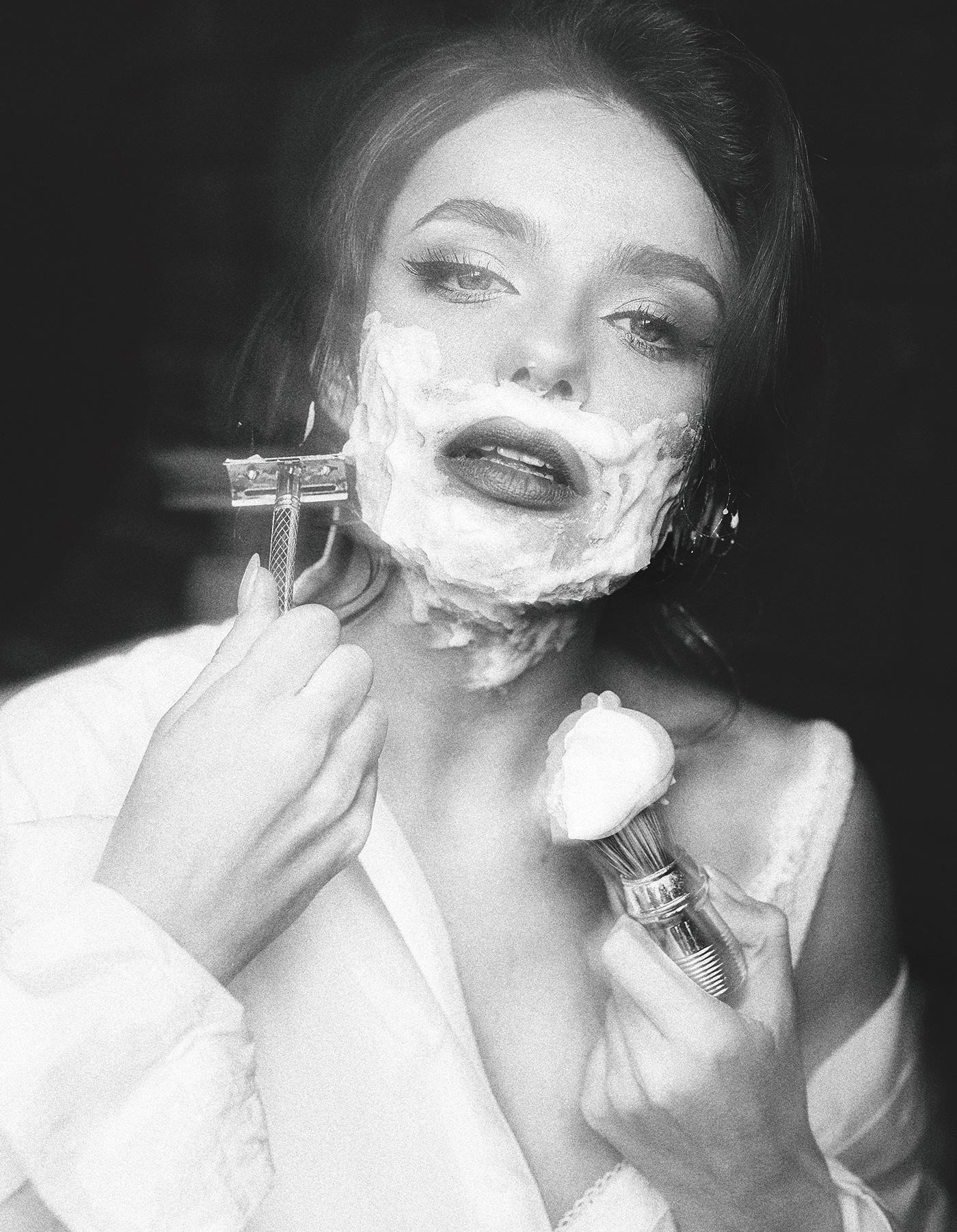 женщина_бреется