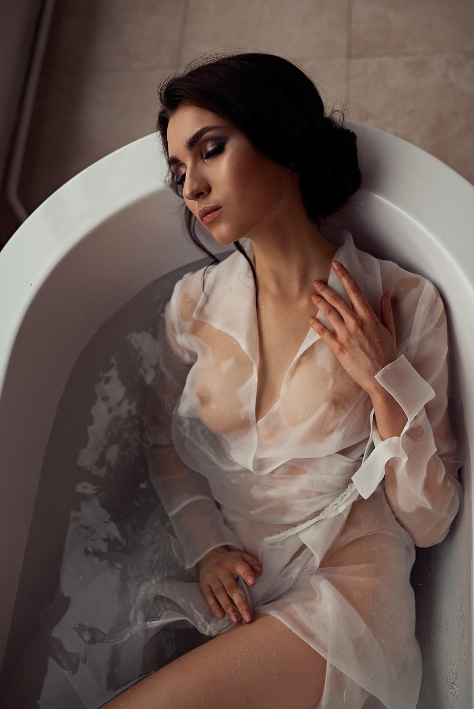 Bath / фотограф Дмитрий Бугаенко модель Юлия Берданова