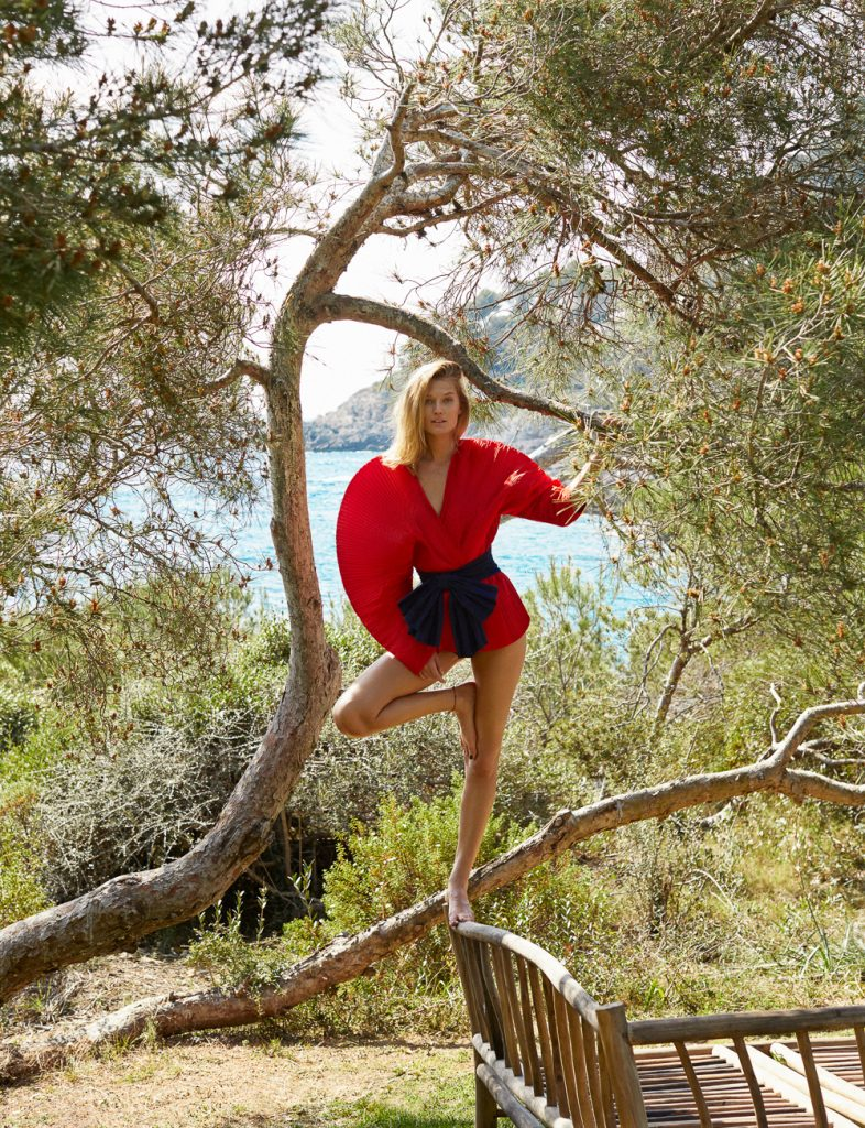Toni Garrn by Xavi Gordo for ELLE Spain