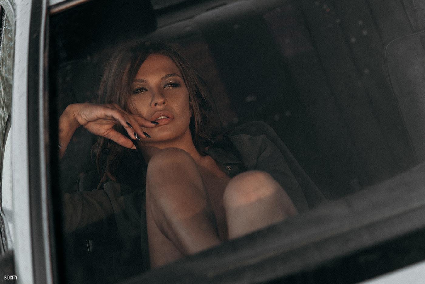 Christina and car  / фотограф Biocity Monte