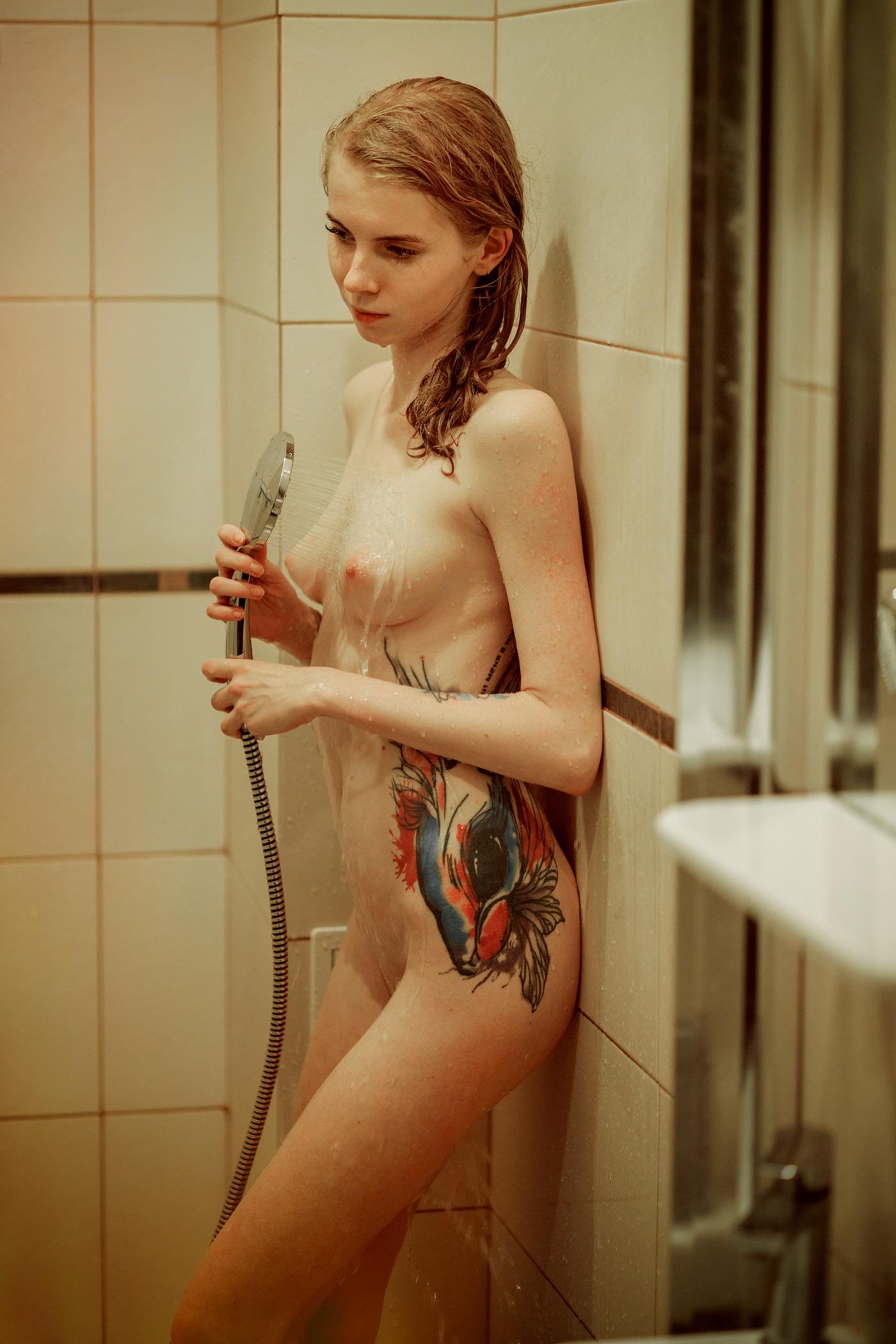 Лина в душе / фотограф Игорь Куприянов