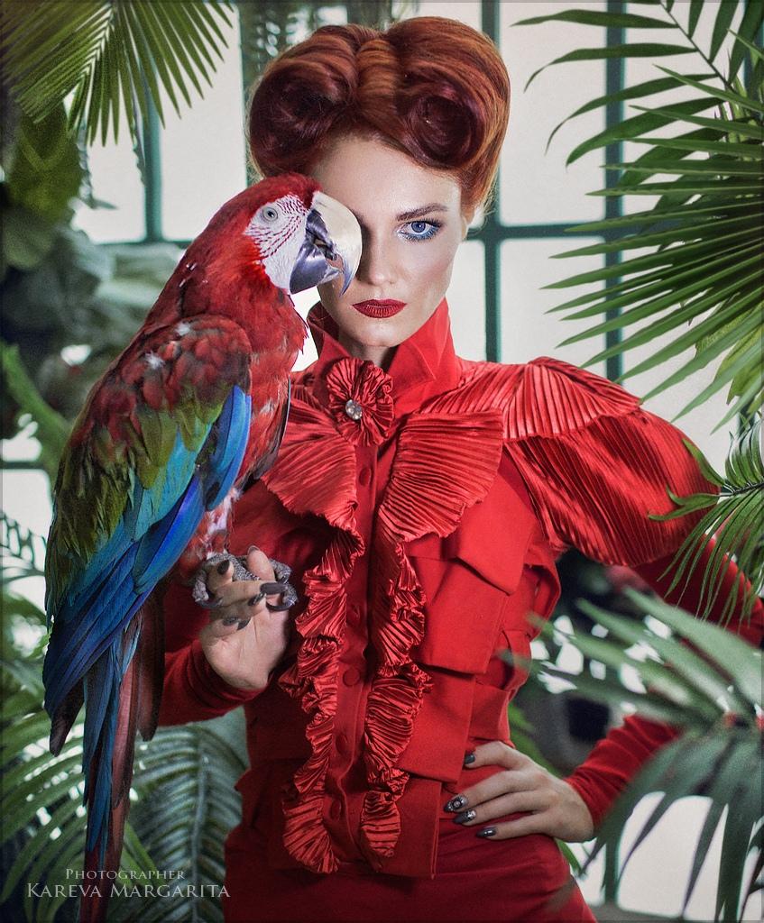 Дама с попугаем / фотограф Маргарита Карева