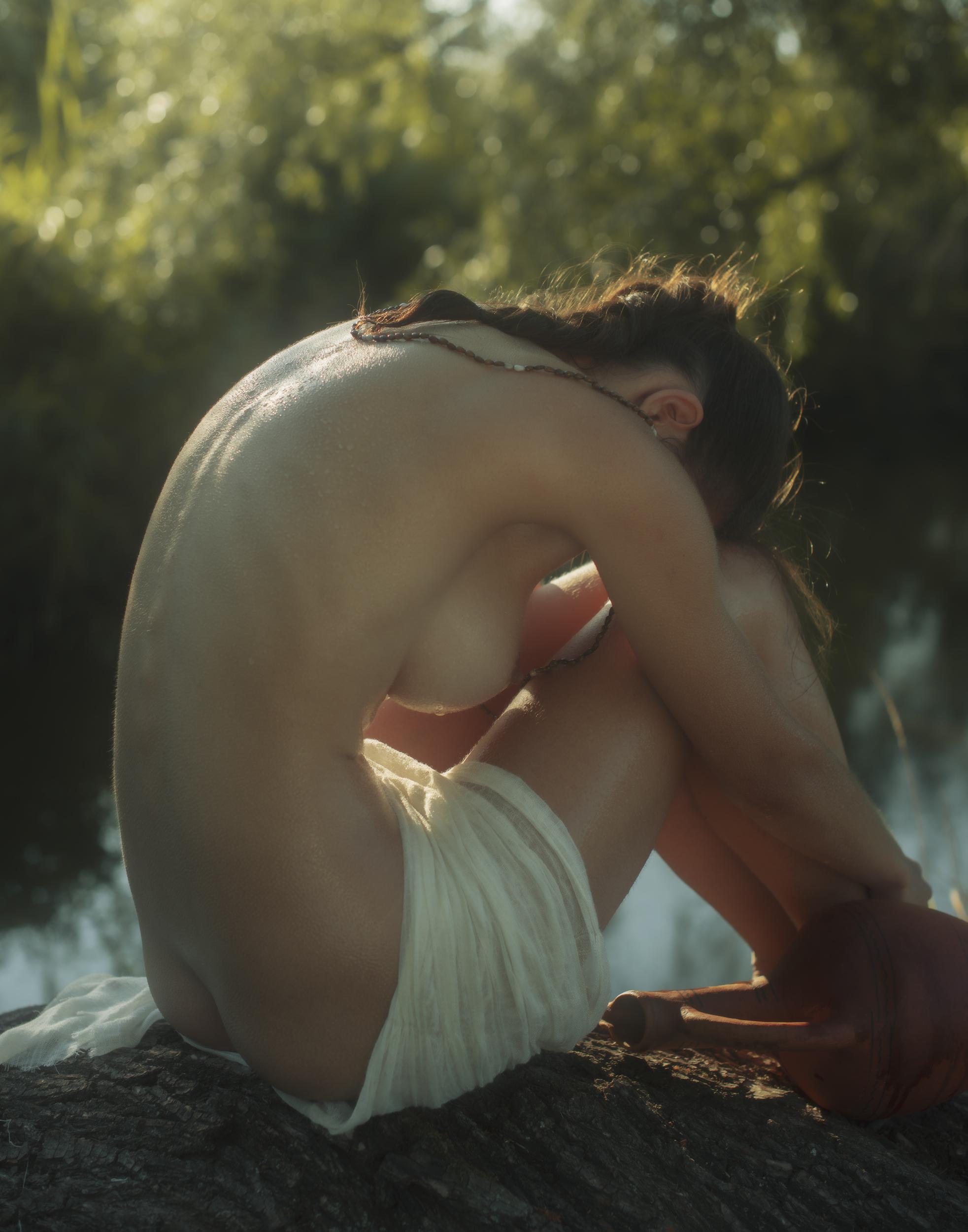 Девушка с кувшином / фотограф Давид Дубницкий