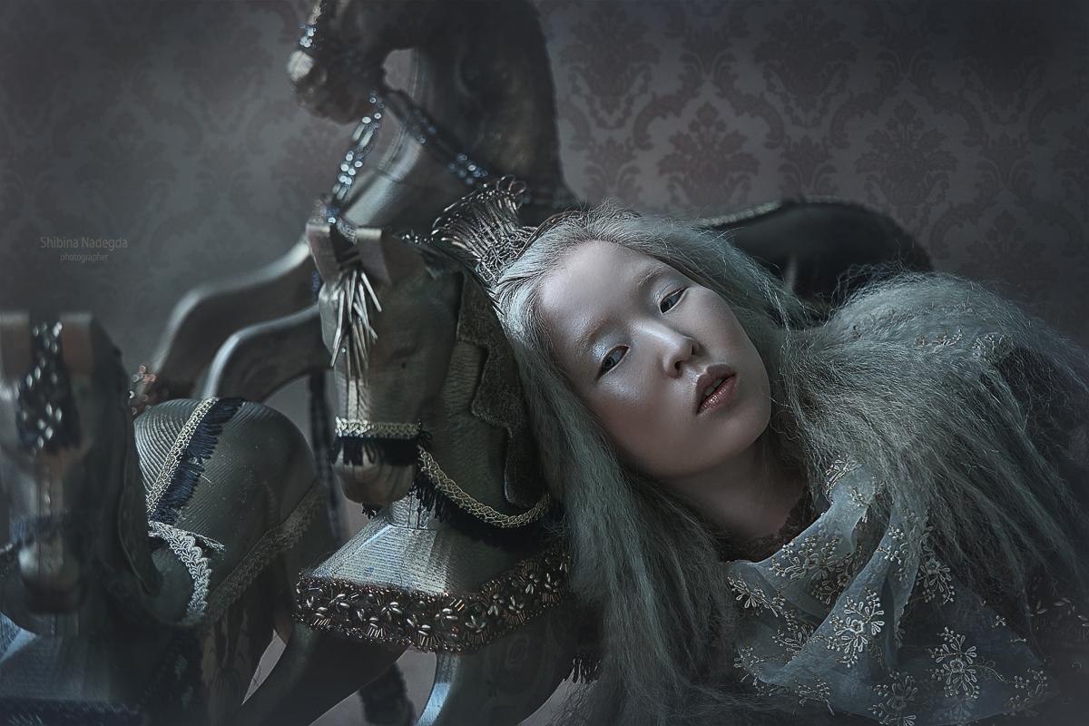 Silver horse модель Раксана Базарова - фотограф-дизайнер Надежда Шибина