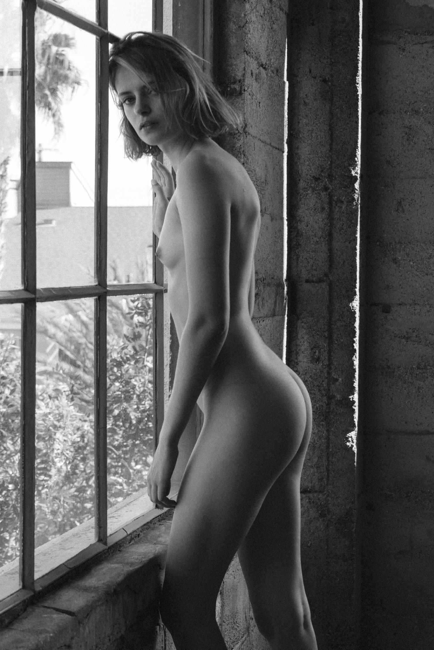 Evelyn Rose by Sam Livm