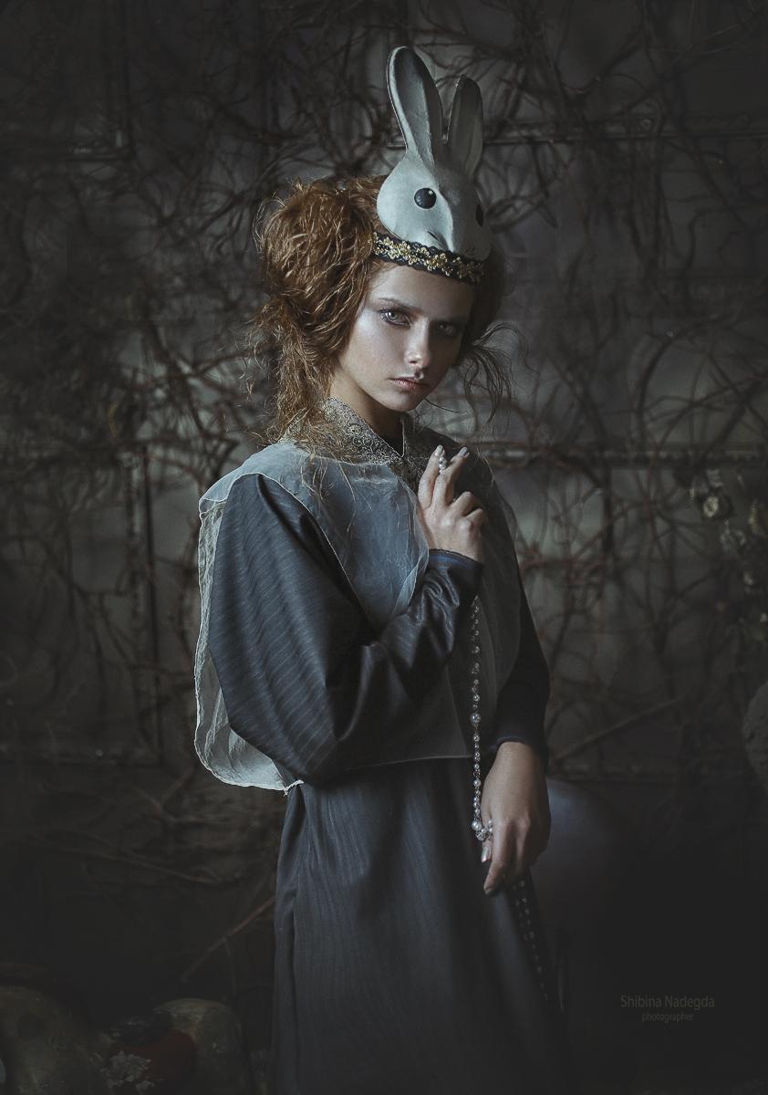 Модель Юлия Ярошенко / Фотограф - дизайнер одежды Надежда Шибина